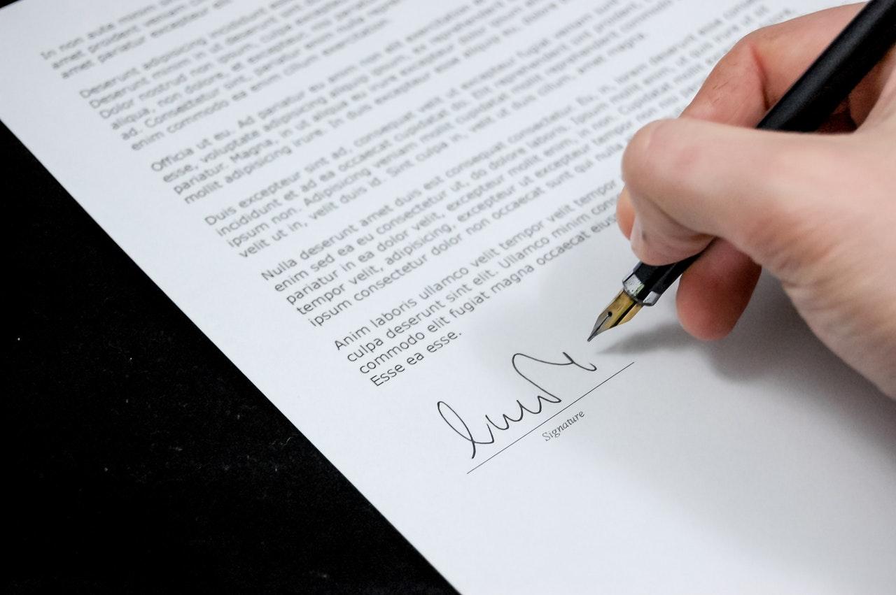 Niedozwolone klauzule w umowie o pracę